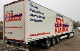 2 nieuwe Krone Wezenberg kasten opleggers voor Logistiekcentrum Stad Alkmaar