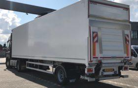 Wezenberg Trailers levert 2 stuks 1-assige gestuurde WEB Plywood opleggers af aan Beltman Transport in Olst