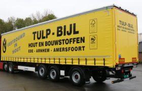 Wezenberg Trailers levert 3-assige gestuurde Tautliner met Kooi Aap aansluiting af aan Tulp-Bijl Hout- en Bouwstoffen in Ede