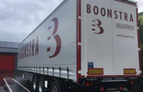 Wezenberg trailers levert gestuurde Krone schuifzeilopleggers af aan Boonstra Transport