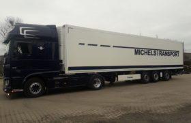 Wezenberg Trailers levert gestuurde Krone Polyester koeloplegger af aan V.O.F. Michels Transport in Deurne