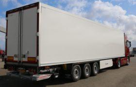 Wezenberg Trailers levert polyester Krone koeloplegger af aan Chris & Danny Transport uit Haaren