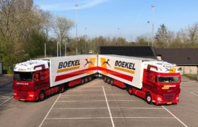 Wezenberg Trailers levert wederom 2 polyester Krone koelopleggers af aan BLT Transport in Oudkarspel