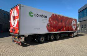 Wezenberg Trailers levert gestuurde polyester Krone koeloplegger af aan Combilo in Waddinxveen