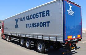 Wezenberg Trailers levert gestuurde Krone Tautliner voorzien van Kooi Aap aansluiting af aan Van Klooster Transport uit Almere