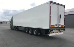 Wezenberg Trailers levert polyester Krone koeloplegger af aan Herbert Sas Transport en Fruit