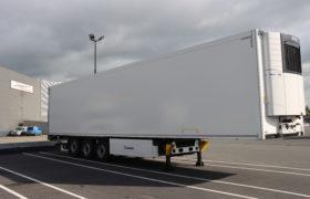 Wezenberg Trailers levert polyester koeloplegger af aan TMS Schrijver Transport uit Almere