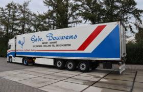 Wezenberg Trailers levert polyester Krone koeloplegger af aan Gebr. Bouwens Import-Export in Doetinchem