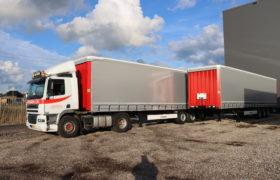 Wezenberg Trailers levert twee nieuwe Krone Tautliners af aan Transportbedrijf A Huisman & Zn in Ochten