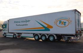 Wezenberg Trailers levert polyester Krone koeloplegger af aan Frans Kuiper Transport uit Geldermalsen
