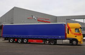 Wezenberg Trailers levert gestuurde Krone Tautliner voorzien van Kooi Aap aansluiting af aan Amerongen Transport en Machineverhuur B.V. uit Bunschoten