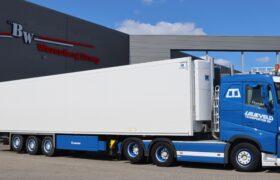 Wezenberg Trailers levert 2 multitemp polyester Krone opleggers af aan Lelieveld Transporten B.V. in Hazerswoude
