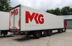 Wezenberg Trailers levert 2 stuks gestuurde polyester Krone koeloplegger af aan MKG Koeriers uit Elsendorp