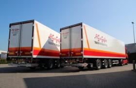 Wezenberg Trailers levert 2 gestuurde Krone polyester koelopleggers af aan A.G. van Geffen Transportbedrijf B.V. uit Hedel